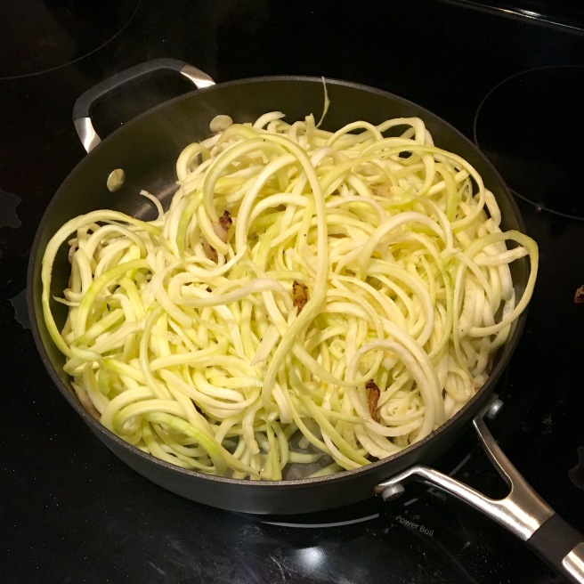 If you haven't tried zucchini noodles, you've gotta try this recipe! // The Urben Life