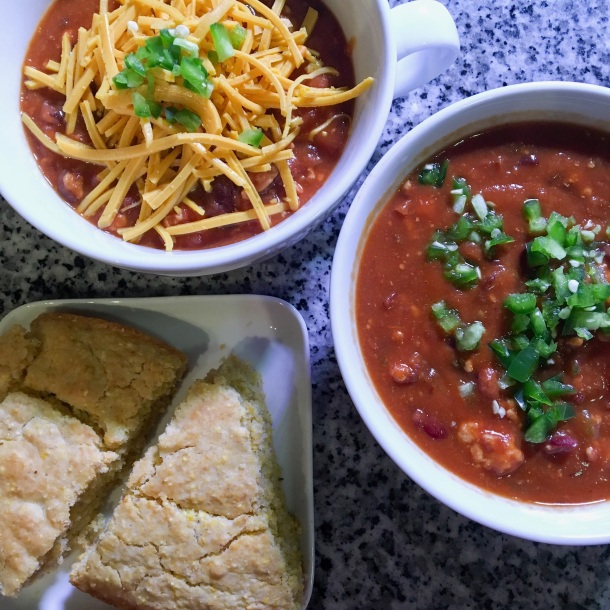 homemade-chili-and-cornbread