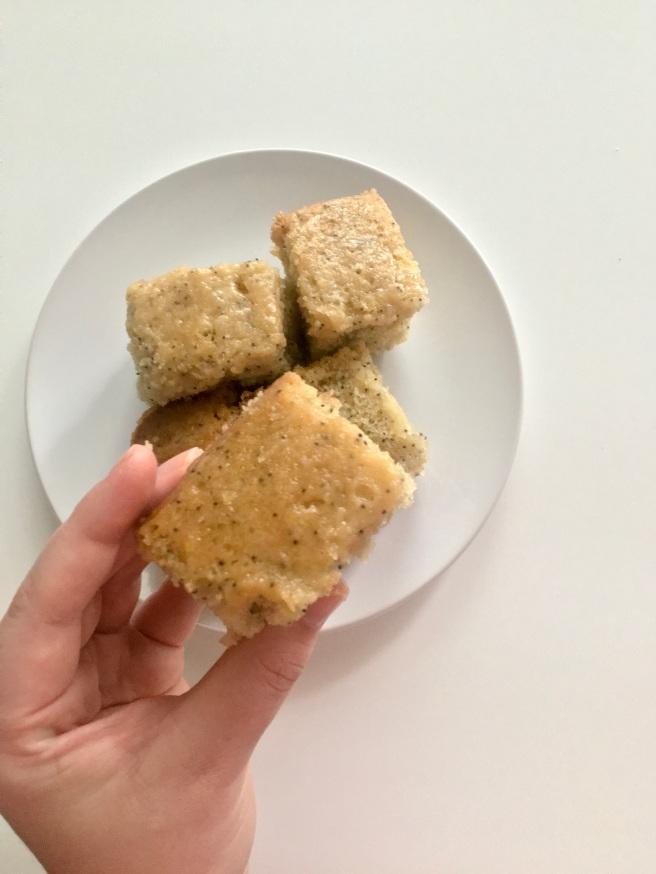mini lemon drizzle cake